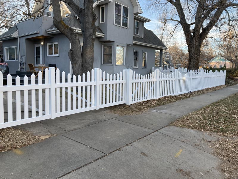 4_ Scalloped Vinyl Picket Fence _ Aluminum Cantilever Gate (front)