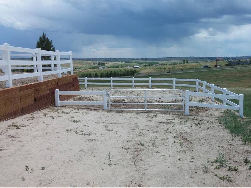 Vinyl - 2R _ 3R ranch rail (white) w_ pipe frame gate