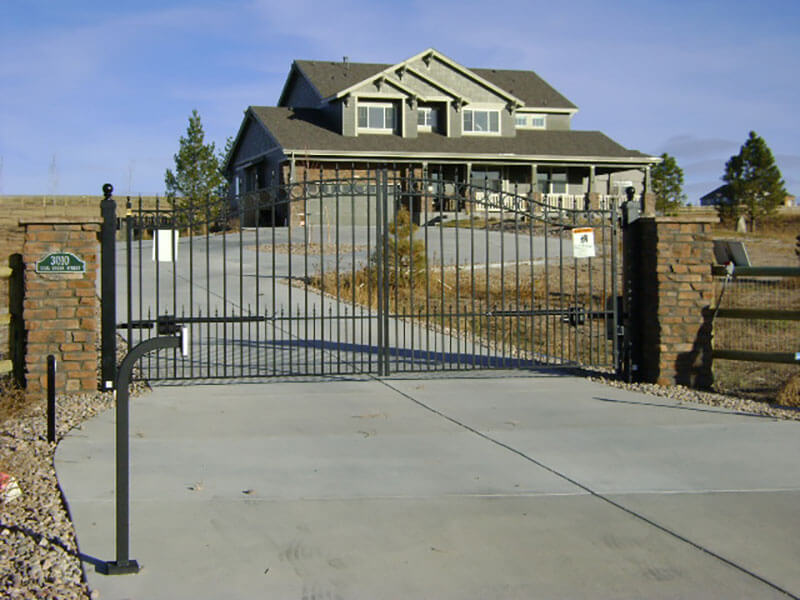 Residentail-Ornamental-Iron-Gate-With-Keypad