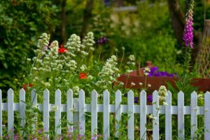 , Best Fence Colors for your Home Exterior, Metro Fence